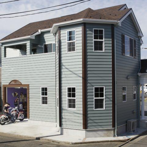 カッコイイバイクガレージ!夢を実現したアメリカン住宅