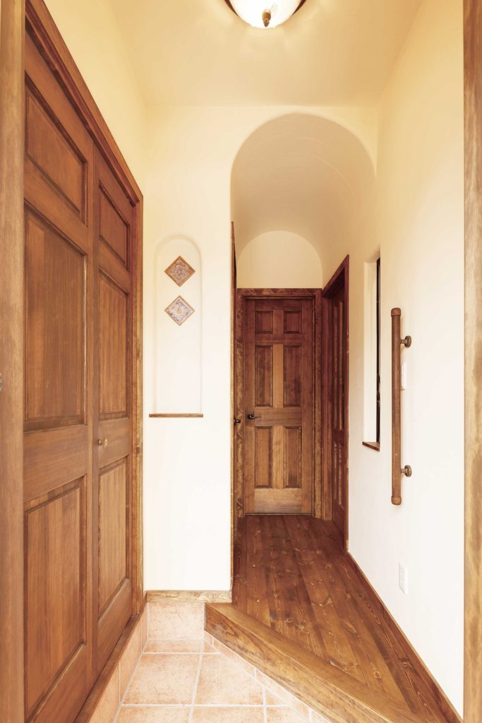 南仏風住宅 玄関 おしゃれな玄関