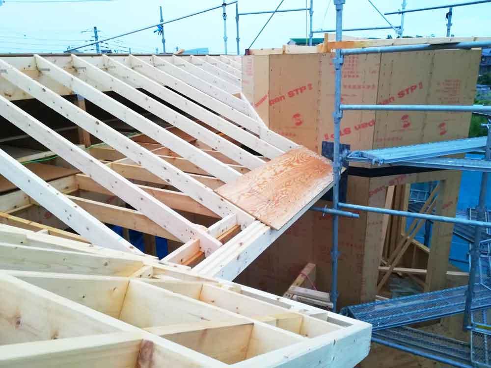 建方工事屋根部分へ