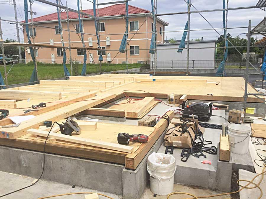 基礎パッキンと土台敷き